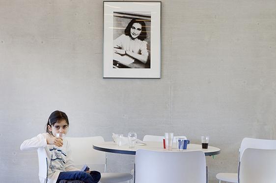 photographer amsterdam zaandam zaanstad zaanse schans documentary believing religion colour news background girl choir Anne Frank Anna synagoge chairs white soda