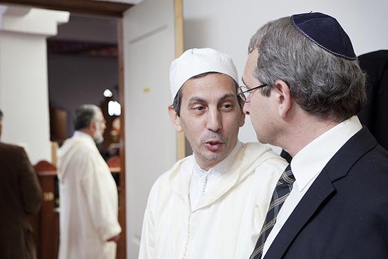 photographer amsterdam zaandam zaanstad zaanse schans documentary believing religion colour news background jew muslim imam rabbi rabijn moslim jood joods moskee synagoge talking praten fun happy vrolijk bezoek visiting