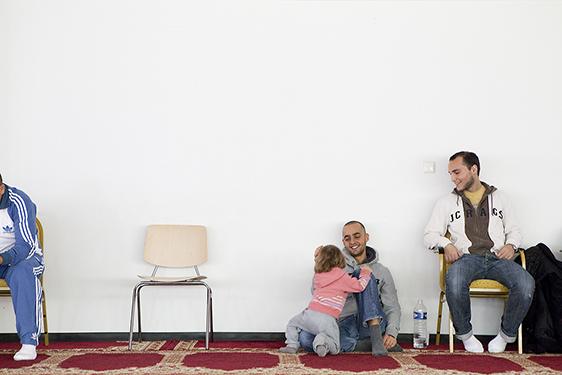 photographer amsterdam zaandam zaanstad zaanse schans documentary believing religion colour news background young men mosque moskee moslim muslim allah Mohamed chair carpet