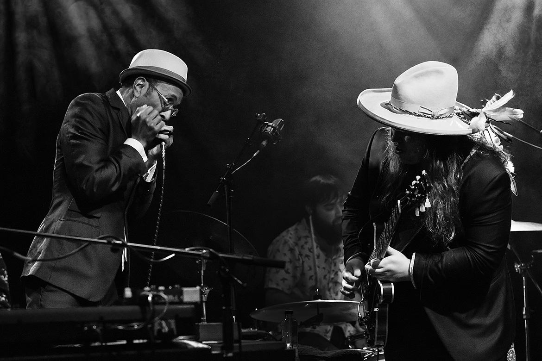 blues artist friso kooijman photographer fotograaf jazz concert netherlands zwart wit black white guitar harmonica joy