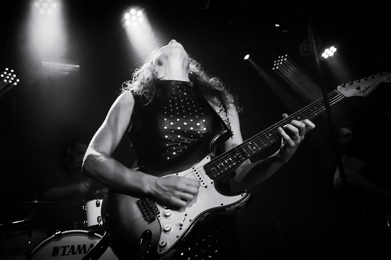 blues artist friso kooijman photographer fotograaf jazz concert netherlands zwart wit black white guitar harmonica fun ana popovic